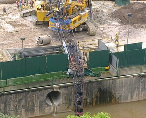 Singapore Crane Accident Picture on Another Lattice Boom Backflip   All Things Cranes