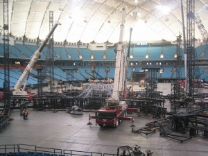 u2-stage-set-up-bc-place (2)
