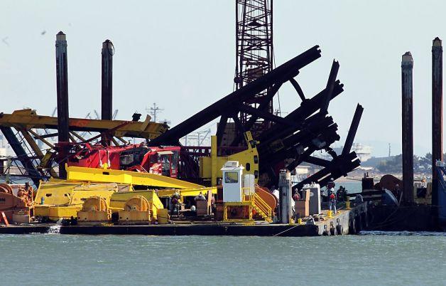 A, Crane Collapse Bay Bridge. 1