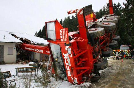 Crane Overturns Germany 1