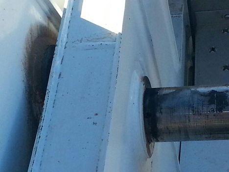 Crane, locking pins. 1
