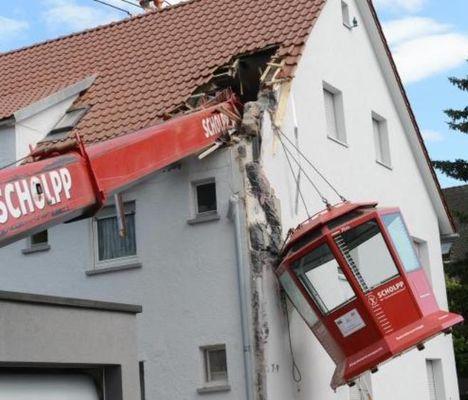 Scholpp crane overturn A. jpg