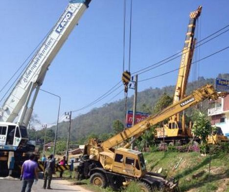 Crane Overturns in Phuket B