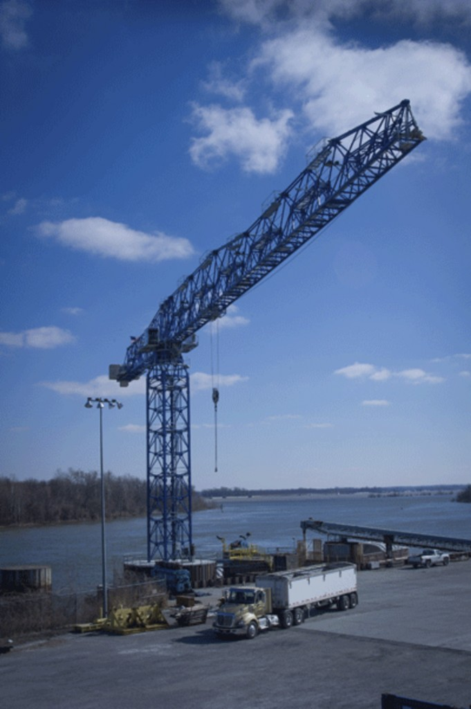 The 30LC1450 offers both extended reach and high capacity lifting capabilities that make it ideal for busy ports like the Paducah/McCracken County Riverport Authority in Paducah, KY. (Photo credit: Glenn Hall Photography)