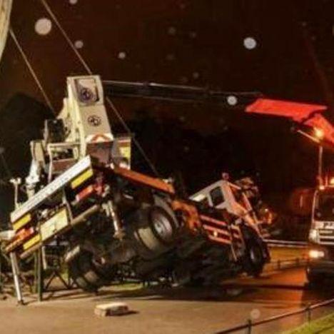 Truck mount overturn b