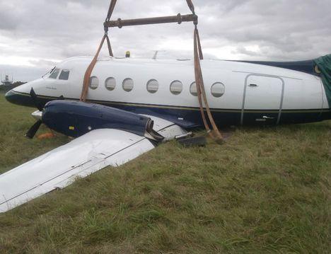 Crane Recovers Plane 1