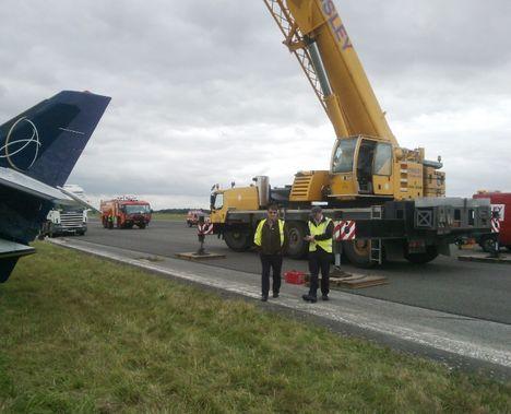 Crane Recovers Plane 2